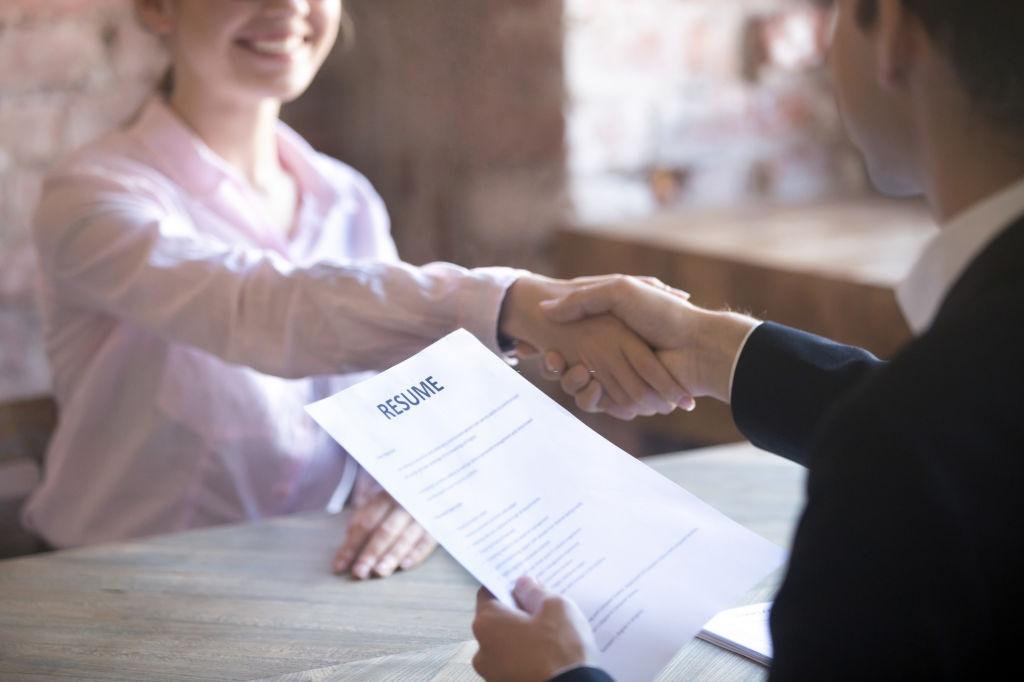 Làm thế nào để hấp dẫn nhà tuyển dụng trong quá trình phỏng vấn tiếng Anh